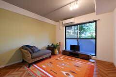 リビングの様子。モデルルームです。(104号室)(2017-08-09,共用部,LIVINGROOM,1F)