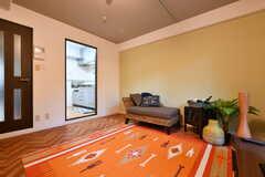 リビングの様子3。モデルルームです。(104号室)(2017-08-09,共用部,LIVINGROOM,1F)