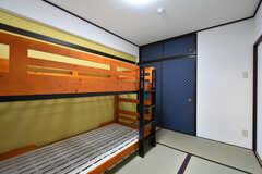 ドミトリーの様子2。壁紙は部屋ごとにことなります。(1043号室)(2017-08-09,専有部,ROOM,1F)