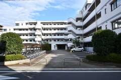 建物の外観。1階と2階の一部がシェアハウスです。(2017-10-04,共用部,OUTLOOK,1F)