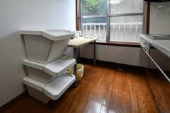 キッチンには収納BOXが設置されています。(2018-07-24,共用部,KITCHEN,2F)
