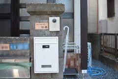 カメラ付きインターホンと郵便受けの様子。(2021-03-11,周辺環境,ENTRANCE,1F)