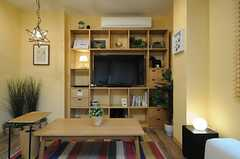 共用TVの様子。収納棚にぴったり収まっています。(2013-04-19,共用部,TV,1F)