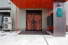シェアハウスの正面玄関。(2011-05-13,周辺環境,ENTRANCE,1F)