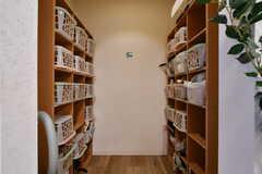 収納棚の様子2。ひとり3箇所収納箇所があります。(2017-12-19,共用部,OTHER,1F)