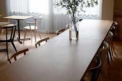 幅広のダイニングテーブル。(2014-07-15,共用部,LIVINGROOM,1F)