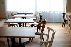 テーブル席はいろんな用途で使えそう。(2014-07-15,共用部,LIVINGROOM,1F)