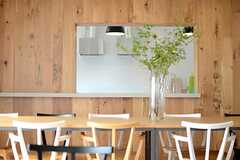 壁の裏手にキッチンが有ります。(2014-07-15,共用部,LIVINGROOM,1F)