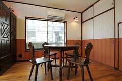 可愛らしいテーブルセットです。(102号室)(2011-07-14,専有部,ROOM,1F)