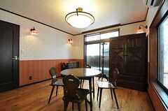 床が無垢材なので、足下も気持ち良いのです。(102号室)(2011-07-14,専有部,ROOM,1F)