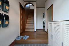 玄関から見た内部の様子。右手の奥がダイニングです。(2020-01-15,周辺環境,ENTRANCE,1F)