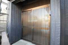 玄関ドアは引き戸です。(2012-08-31,周辺環境,ENTRANCE,1F)
