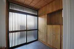 内部から見た玄関周りの様子。(2012-08-31,周辺環境,ENTRANCE,1F)