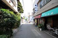 京成本線・海神駅からシェアハウスへ向かう道の様子。(2012-08-31,共用部,ENVIRONMENT,1F)