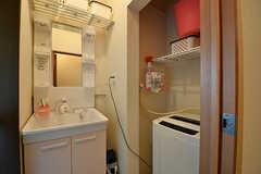 脱衣室の様子2。洗面台と洗濯機が設置されています。(2016-10-24,共用部,LAUNDRY,1F)