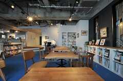 読書や仕事に調度良い空間です。(2013-03-04,共用部,LIVINGROOM,1F)