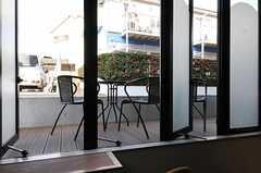ラウンジとつながるテラス。(2013-03-04,共用部,OTHER,1F)