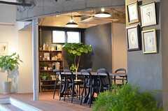 グリーンが多くて快適な空間です。長居してしまいそう。(2013-03-04,共用部,LIVINGROOM,1F)