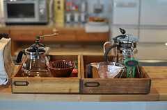 カウンター・テーブルにおかれたコーヒー用品。(2013-03-08,共用部,KITCHEN,1F)
