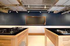 キッチン向かいの壁には黒板が設置されています。(2015-03-20,共用部,OTHER,1F)