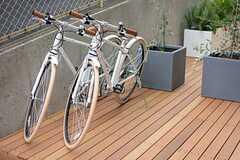 共用の自転車も用意されています。(2015-03-20,共用部,GARAGE,1F)