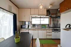 リビングの様子。キッチンが併設されています。(2017-06-08,共用部,LIVINGROOM,1F)