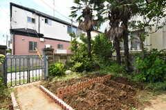 庭の様子。家庭菜園ができます。(2017-06-08,共用部,OTHER,1F)