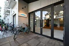玄関ドアの様子。(2020-10-01,周辺環境,ENTRANCE,1F)