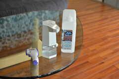 感染症対策のアルコールや非接触式の体温計が用意されています。(2020-10-01,周辺環境,ENTRANCE,1F)