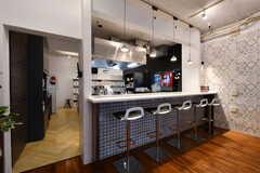 カウンターの裏手がキッチンです。(2020-10-01,共用部,LIVINGROOM,1F)