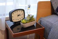 サイドテーブルを置くとこんな感じ。モデルルームです。(214号室)(2020-10-01,専有部,ROOM,2F)