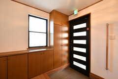 内部から見た玄関まわりの様子。(2020-03-05,周辺環境,ENTRANCE,1F)