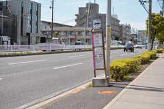 シェアハウスの目の前から市川駅行のバスが出ています。(2021-05-06,共用部,ENVIRONMENT,1F)