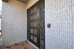 正面玄関の様子。(2013-10-23,周辺環境,ENTRANCE,2F)
