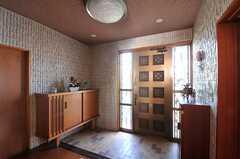内部から見た玄関まわりの様子。(2013-10-23,周辺環境,ENTRANCE,2F)