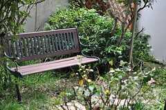 ベンチも置かれています。(2013-10-23,共用部,LIVINGROOM,1F)