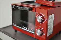 目玉焼きも作れる真っ赤なトースター。(2013-10-23,共用部,KITCHEN,1F)