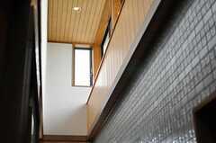 高い天井からは、陽の光が入り込みます。(2013-10-23,共用部,OTHER,4F)