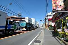 JR総武線・本八幡駅からシェアハウスへ向かう道の様子。(2013-10-23,共用部,ENVIRONMENT,1F)
