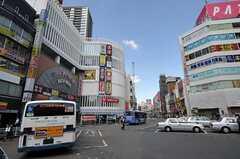 JR総武線・本八幡駅のロータリーの様子。(2013-10-23,共用部,ENVIRONMENT,1F)