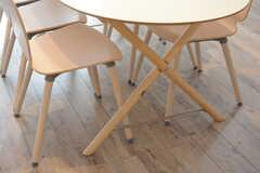 テーブルの脚はクロスしています。(2017-08-25,共用部,LIVINGROOM,1F)
