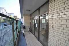 シェアハウスの玄関。回りこむようにアクセスします。(2009-02-17,周辺環境,ENTRANCE,1F)