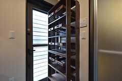 シャンプーなどを収納できる棚があります。(2016-05-24,共用部,BATH,1F)