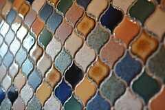 地下のトイレに比べて、ハッキリとした色合いのタイル。(2016-05-24,共用部,TOILET,1F)