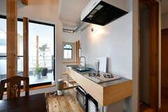 キッチンの様子。キッチンの横から吹き抜けが見えます。(2020-03-27,共用部,KITCHEN,2F)