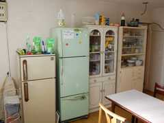収納棚が並ぶ。(2008-02-20,共用部,KITCHEN,1F)