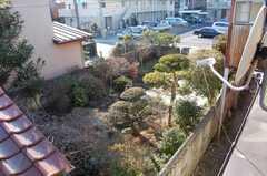 隣の家の庭を我が物のように見る事ができる。(2008-02-20,共用部,OTHER,2F)