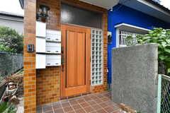 玄関ドアの様子。(2017-09-27,周辺環境,ENTRANCE,1F)