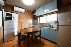 リビングの様子。キッチンが併設されています。(2017-09-27,共用部,LIVINGROOM,1F)