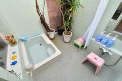 屋外の水風呂とシャワーコーナー。(2021-09-28,共用部,BATH,1F)